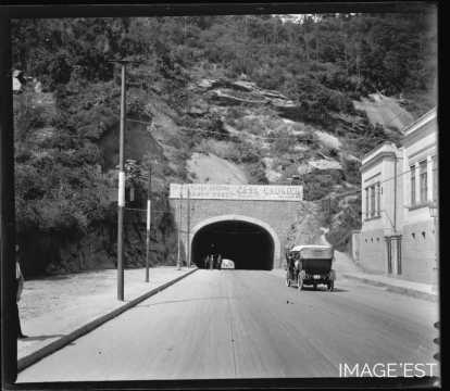 Aux abords d'un tunnel (Copacabana)